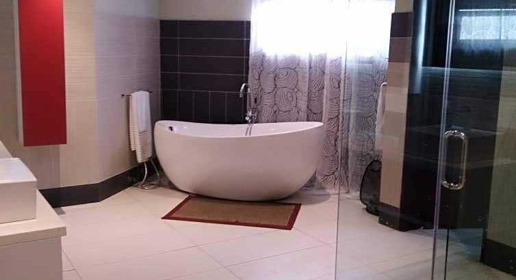 6bedroom house for sale at East legon